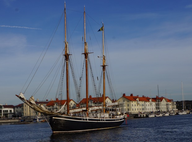 090713 14 Tall Ship Manovering Marstrand