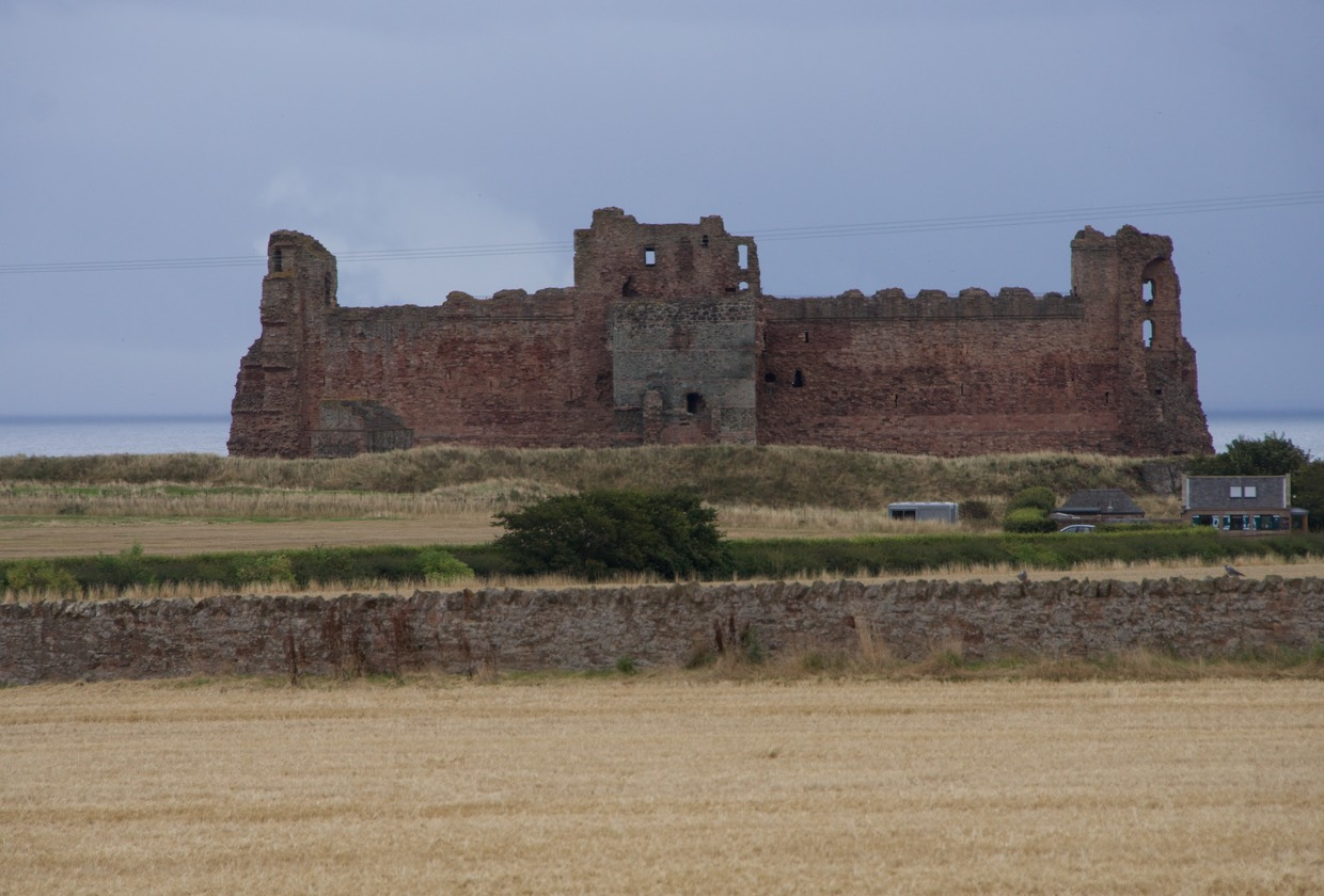140828 11 Heading to North Berwick Tantallon Castle 1350