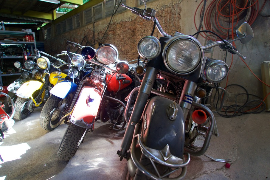 161120 16 Havana Hostel Sara Luis Garage Harleys